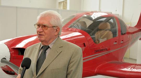 Prof. Píštěk patří mezi 100 leteckých osobností století